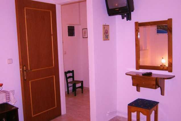 Villa Frias in Asprogerakata, last minute offer-discount 16-25 August